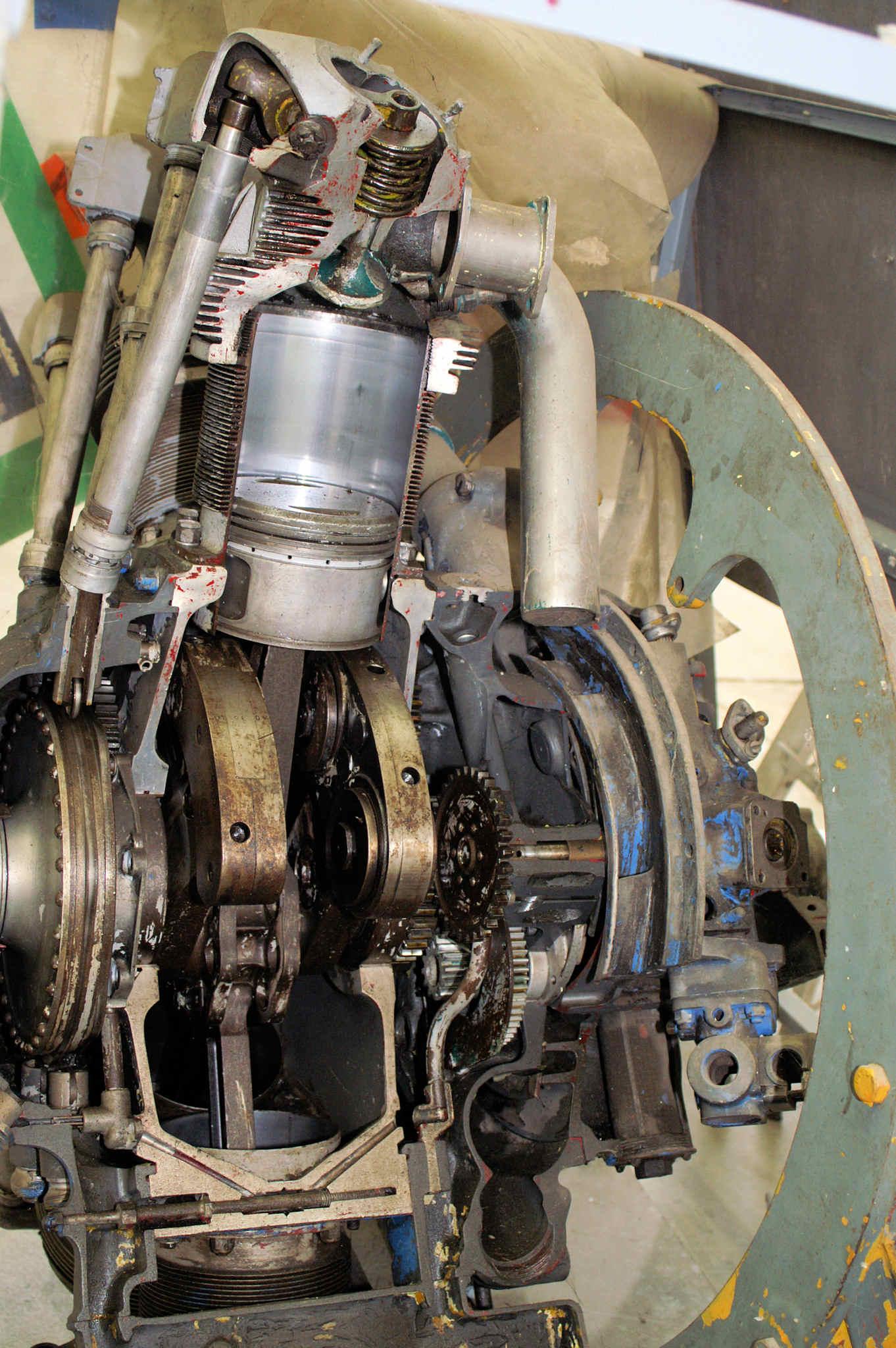 radial engine cutaway 1 jpg